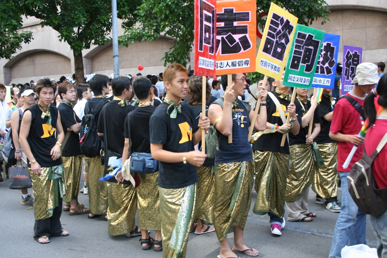 Taiwan_Tongzhi_Hotline_Association_on_Taiwan_Pride_2005