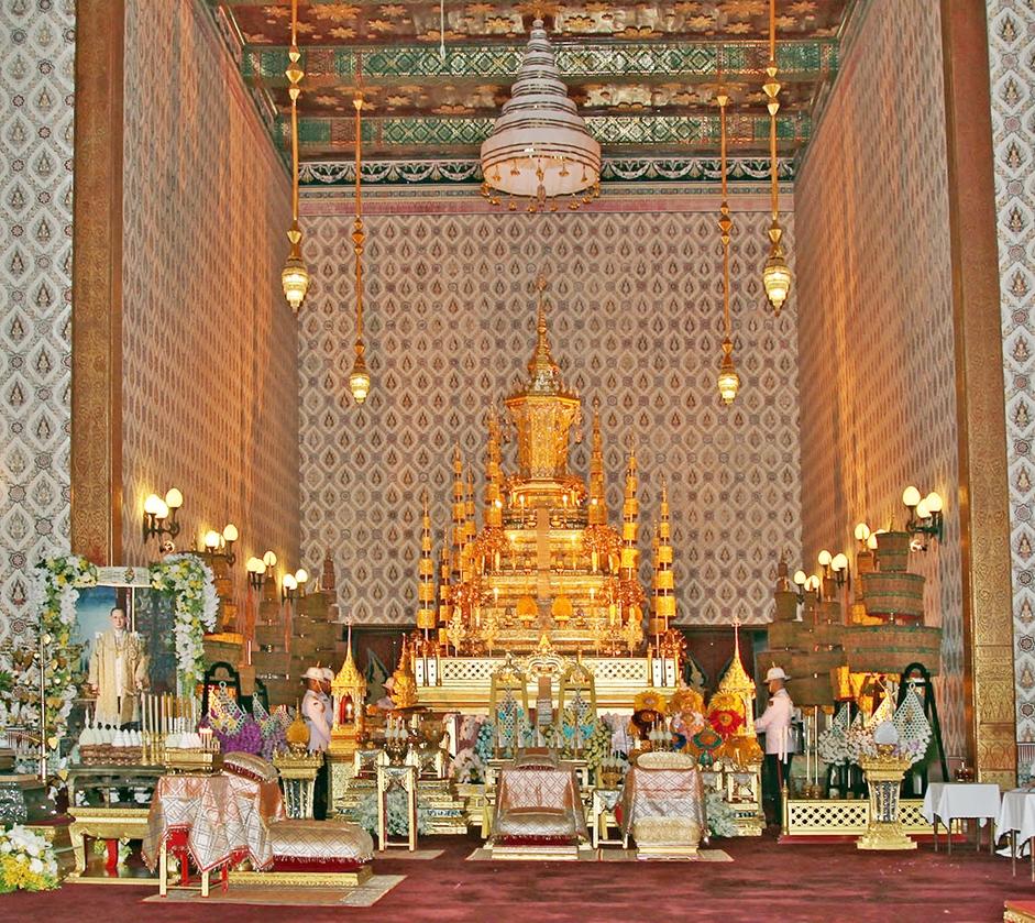 king_bhumibol_adulyadejs_golden_urn