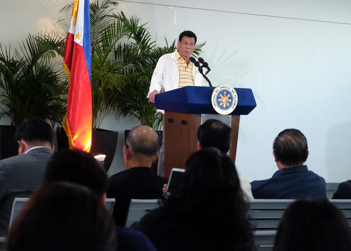 rodrigo_duterte_delivering_a_pre-departure_speech_at_davao_airport_2016-09-05
