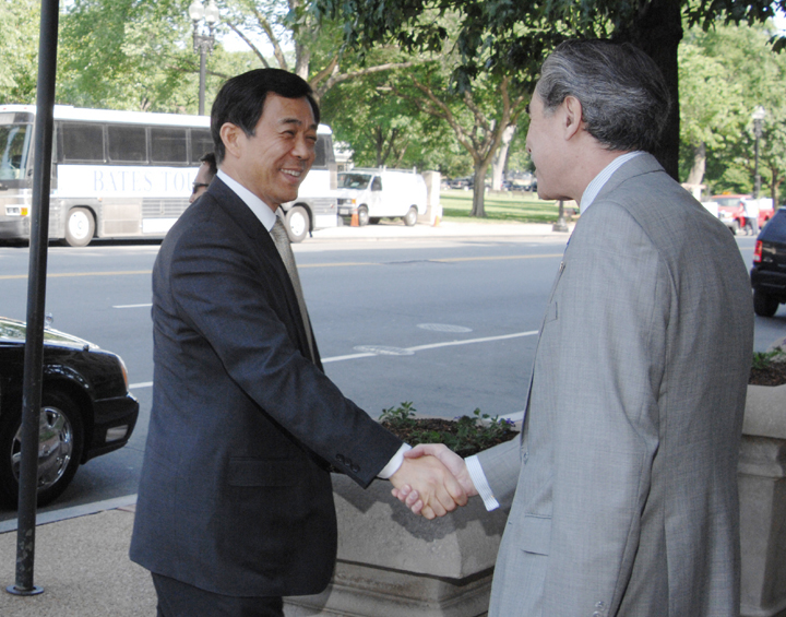 us_secretary_gutierrez_meets_with_chinese_minister_bo_xilai